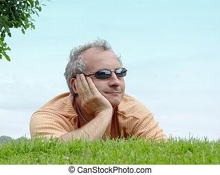 een, man, op het gras