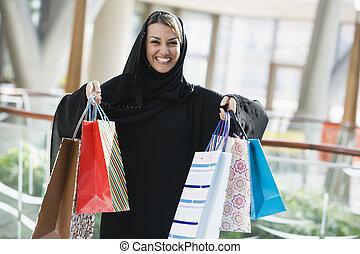een, midden oostelijk, vrouw, in, een, het winkelen wandelgalerij