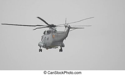 een, militaire helikopter, vliegen