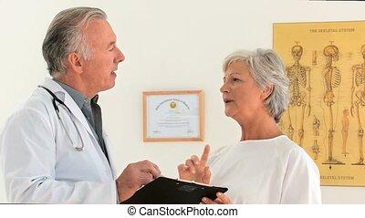 een, patiënt, beantwoorden, haar, arts, over, een, weinig, vragen