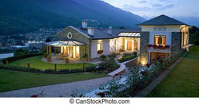 een, reusachtig, nieuw, luxehuis, op, ondergaande zon
