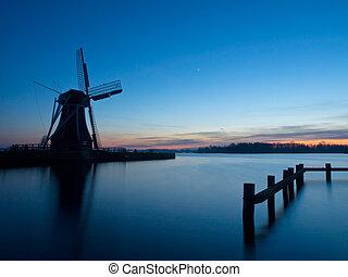een, traditionele , hollandse, windmolen