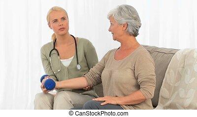 een, verpleegkundige, portie, haar, patiënt, om te doen, een, exercice