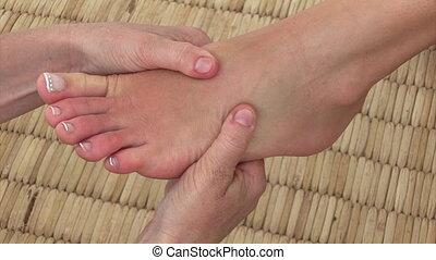 een, vrouw, het genieten van, een, voetmassage