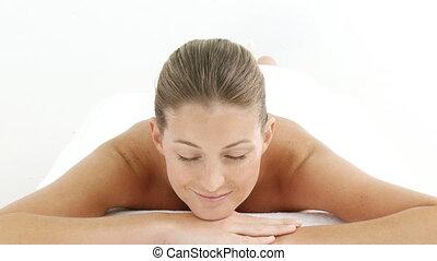 een, vrouw ontspannend, in, een, spa, centrum