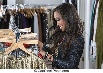 een, vrouwlijk, consument, shoppen , in, een, binnen, winkel
