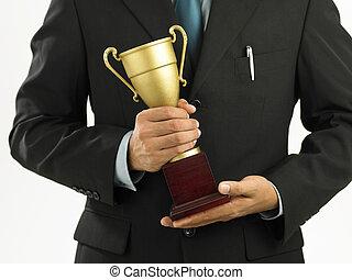 een, winnaar, met, kostuum, vasthouden, een, throphy