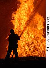 eenzaam, brandweerman, battling, tegen, woedend, vuur,...
