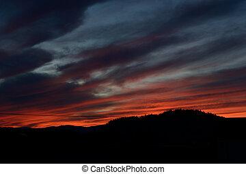 eerie sunset - unheimliche und romantische Stimmung bei...