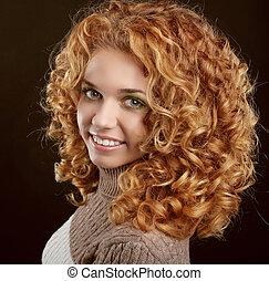 egészséges, göndör, hair., bájos, mosolyog woman, portré, képben látható, black háttér