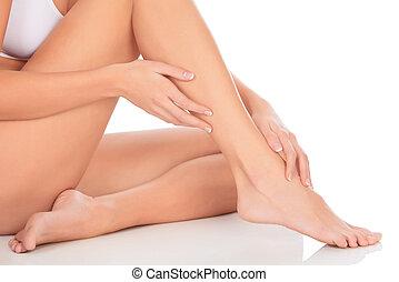 egészséges, meztelen woman, combok, és, kezezés over, white háttér