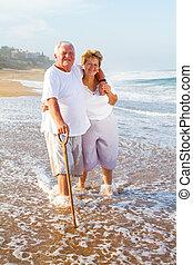egészséges, senior összekapcsol, gyalogló