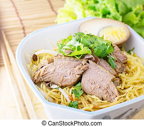 egg noodle with boiled duck in bowl