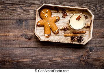 eggnog, per, natale, evening., due, occhiali, appresso, gignerbread, biscotto, su, scuro, legno, fondo, vista superiore, copyspace