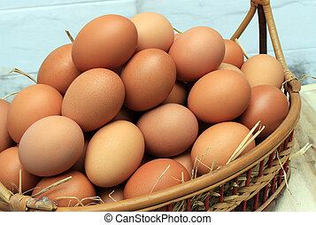 Eggs/Basket with eggs in straw