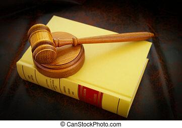 egy, bírók, jogi, árverezői kalapács, és, törvénykönyv