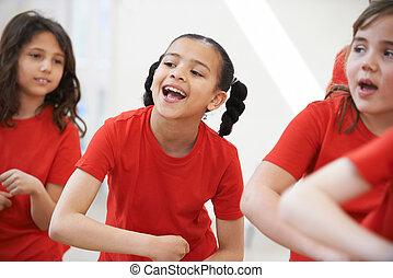 egy csoport gyerek, élvez, táncol, osztály, együtt
