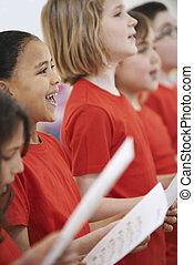 egy csoport gyerek, éneklés, alatt, énekkar, együtt
