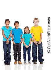 egy csoport gyerek, alatt, világos trikó
