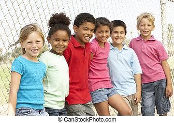 egy csoport gyerek, játék, dísztér