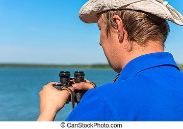 egy, fiatalember, noha, távcső, képben látható, a, természet