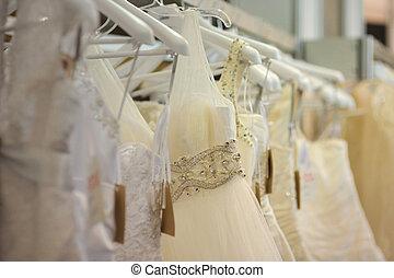egy, kevés, gyönyörű, esküvő öltözködik