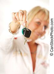 egy, nő, noha, a, autó kulcs