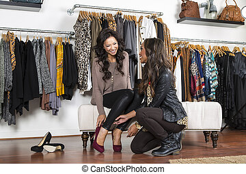 egy, női, fogyasztó, bevásárlás, alatt, egy, szobai, bolt