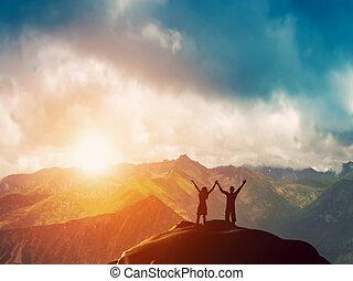 egy, vidám párosít, együtt, képben látható, hegy