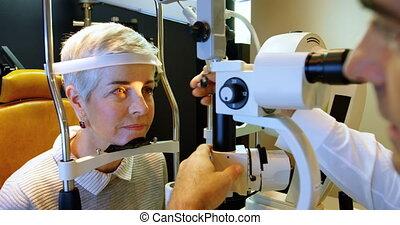 egzaminując, lampa, optometra, rozcinać, pacjent, 4k, oczy