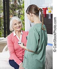 egzaminując, pacjent, cent, ciśnienie, krew, pielęgnować, rehabilitacja