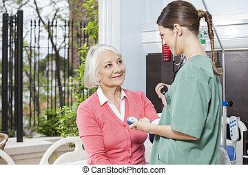 egzaminując, pacjent, ciśnienie, krew, pielęgnować, senior