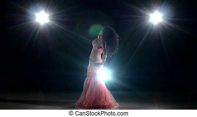 egzotyczny, taniec, taniec, lekki, wstecz, tancerz, brzuch, długo-haired, czarnoskóry, dziewczyna, piękny, ruch