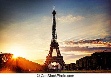 Eiffel Tower at sunset, Paris, France - Eiffel Tower seen...