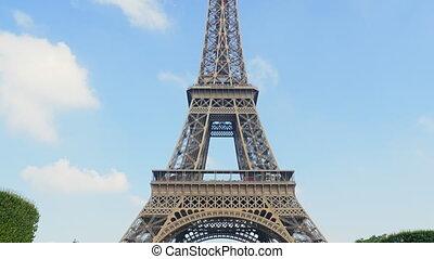eiffel tower tilt sunny day