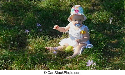Eight month girl with apple - Eight month girl in colorful...