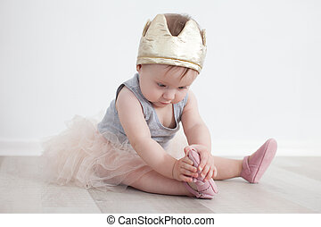 eighth-month, niño, en, princesa, disfraz