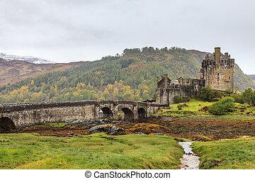 Eilan Donan castle on a grey day