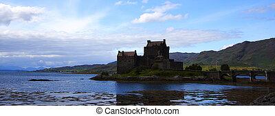 Eilean donan castle in scotland - Eilean donan castle and...