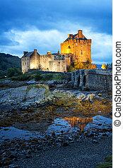 Eilean Donan Castle, Scotland - Eilean Donan Castle on Loch...