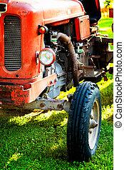 ein, altes , weinlese, traktor, für, kultivieren, der, felder, an, der, sunset.