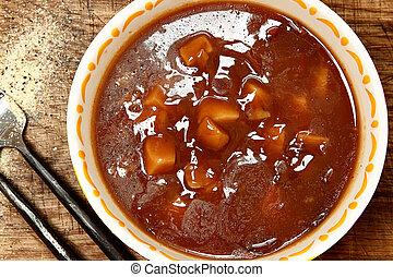 eingemacht, rindfleisch, kartoffel, suppe, in, schüssel, auf, tisch