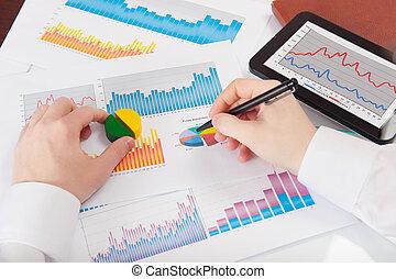einige, analysieren, geschäftsmann, statistik