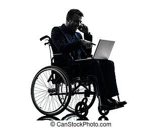 eins, behindertes, kaufleuten zürich, rechnen, laptop-computer, in, silhouette, studio, weiß, hintergrund