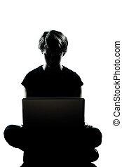 eins, kaukasier, junger, teenager, silhouette, junge, oder, m�dchen, edv, rechnen, laptop, volle länge, in, studio, ausschneiden, freigestellt, weiß, hintergrund