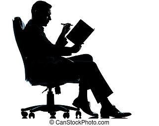 eins, kaukasier, kaufleuten zürich, sitzen, in, sessel, silhouette, volle länge, in, studio, freigestellt, weiß, hintergrund
