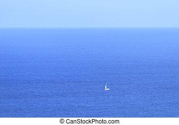 einsam, yacht, gegen, der, blaues, meer, in, antalya
