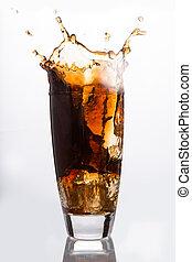 eiswürfel, fallender , in, a, glas, von, soda