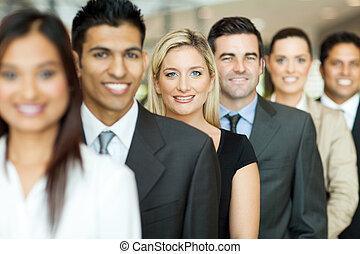 ejecutivos de negocio, posición, en, un, cola