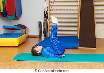 ejercicios, gimnasio, terapéutico, niño